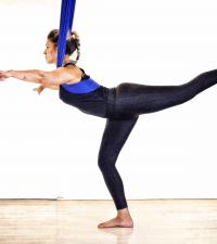 Fortaleça glúteos e tonifique pernas com movimentos da dança