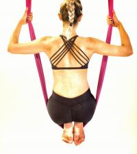 Movimentos de elevação tonificam braços e costas